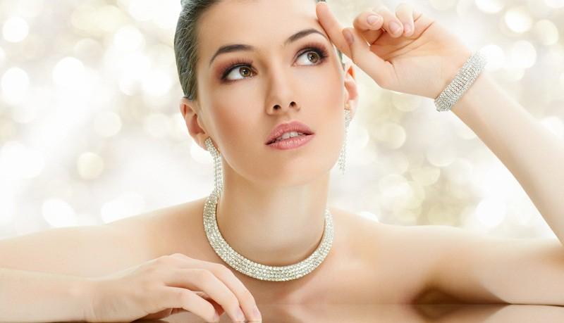 5 ieteikumi, kā parūpēties par matiem un ķermeņa ādu pavasarī