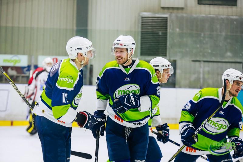 Izšķirošās cīņas peldēšanā un hokejā Sportacentrs.com TV