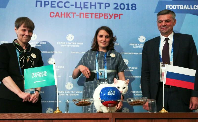 Kaķa verdikts: PK atklāšanas mačā krievi pārspēs arābus