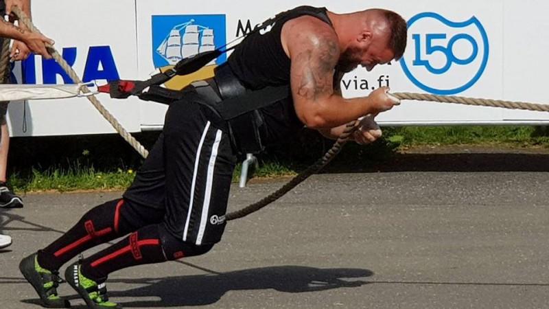 Spēkavīrs Šmaukstelis izcīna otro vietu Čempionu līgas etapā