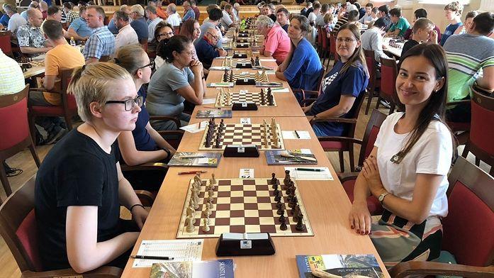 Latvijas šahisti spēlē neizšķirti ar Igauniju 100 galdiņu cīņā