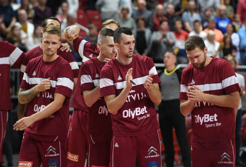 Latvija pēdējā pārbaudes spēlē Viļņā sakauj Lietuvu