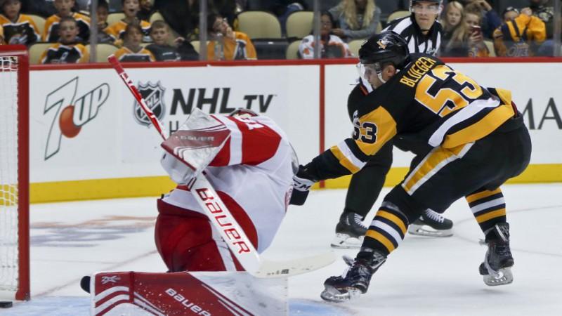 """Bļugers gūst vārtus """"Penguins"""" pārbaudes spēlē pret Detroitu"""