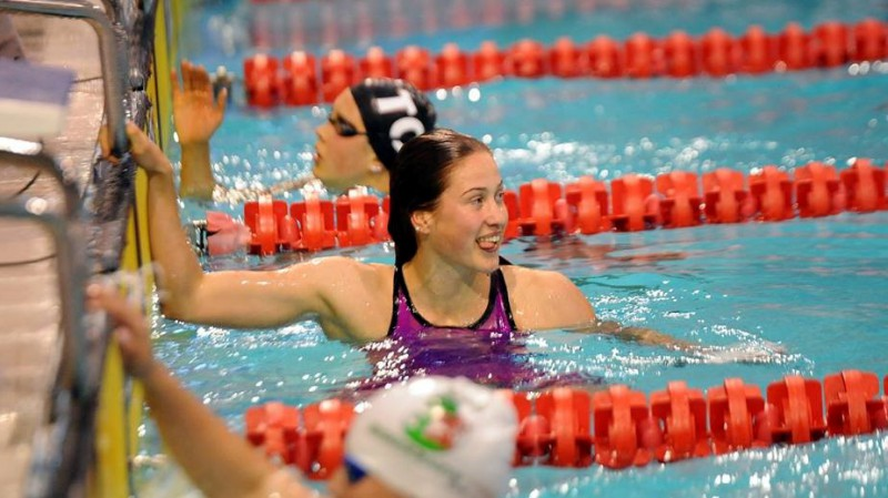 """Maļuka tuvu personiskajam rekordam, Ķigure 100 metru sprintā """"cīnas"""" ar pretvēju"""