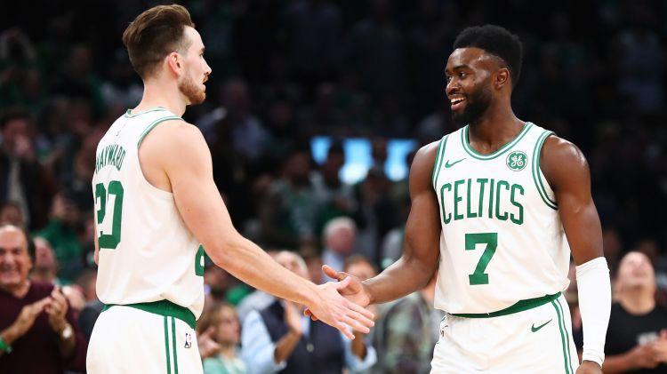 """""""Celtics"""" uzvar NBA sezonas atklāšanas mačā, """"Warriors"""" grūts panākums pret """"Thunder"""""""
