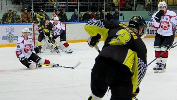 Siksna gūst vārtus VHL pirmajā finālspēlē, Reķis noslēdz sezonu Vācijā