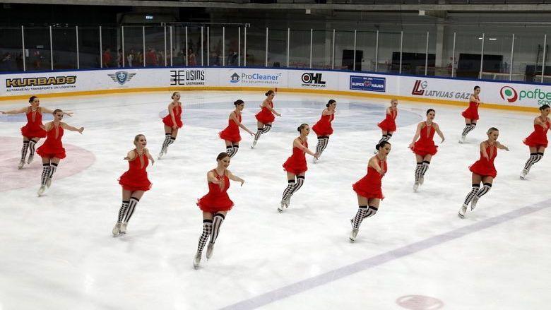 Pirmajās sinhronās slidošanas sacensībās Latvijā piedalās divas pieaugušo komandas