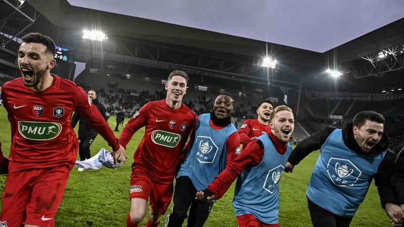 """Francijas kausā kārtējās sensācijas: amatieri pārspēj grandu Marseļas """"Olympique"""""""