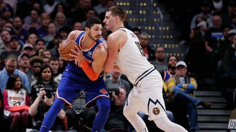 """Ņujorkas """"Knicks"""" un Sakramento """"Kings"""" veic pārrunas par Kantera un Rendolfa apmaiņu"""