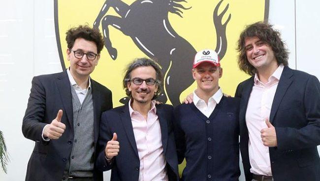 """Šūmahers aizvadījis pirmo darba dienu """"Ferrari"""" komandā"""