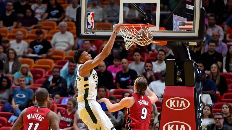 """""""Bucks"""" kļūst par pirmo NBA komandu, kas -20 pēc puslaika pārvērš +15 uzvarā"""