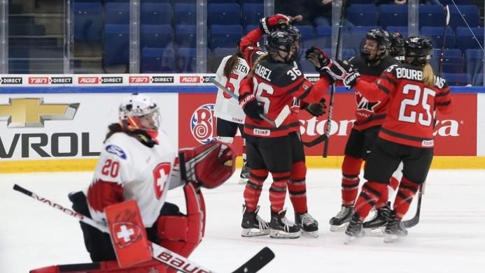 Sieviešu pasaules čempionāts: Kanāda un ASV sāk ar pārliecinošām uzvarām