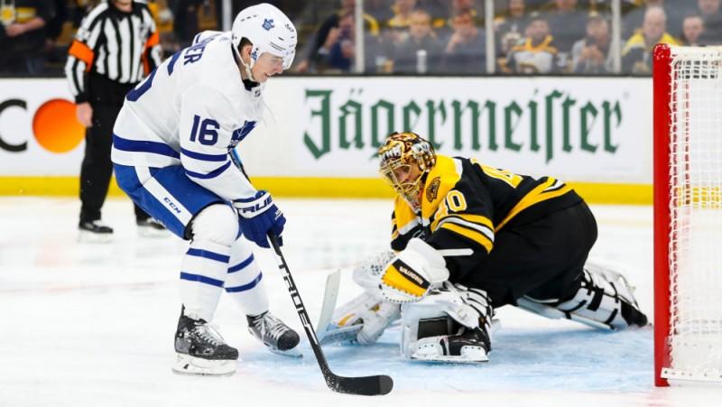 """Mārneram divi vārti """"Maple Leafs"""" uzvarā, """"Capitals"""" teju izlaiž 3:0 pret """"Hurricanes"""""""