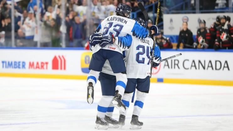 Somijas sieviešu izlase šokē Kanādu un pirmo reizi iekļūst PČ finālā