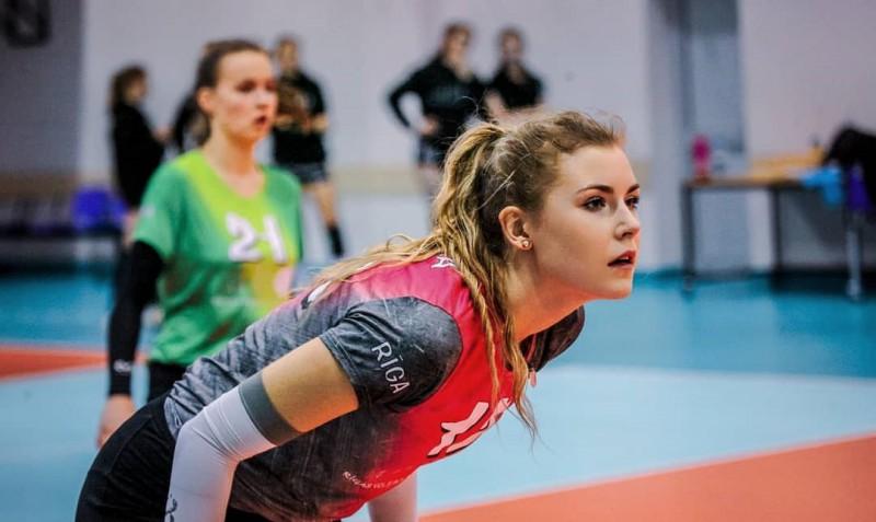 Dāmu volejbola čempionāta fināla atbildes cīņa Rīgā: RVS jāpaveic brīnums