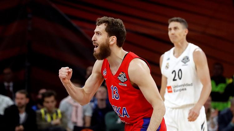 """CSKA sīvā cīņā trešo reizi pārspēj """"Zenit"""" un iekļūst VTB līgas finālā"""