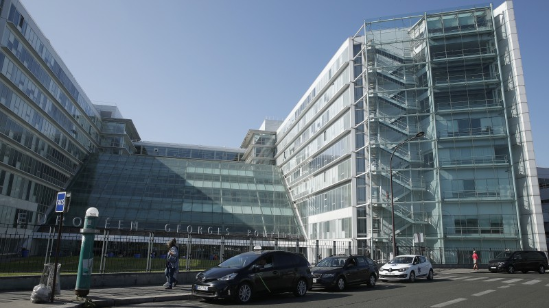 Laikraksts: Šūmaheru slepeni ārstē Parīzē ar cilmes šūnu terapiju