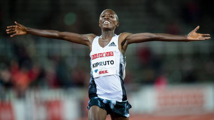 20 gadus vecais Kipruto labo pasaules rekordu 10km skrējienā šosejā
