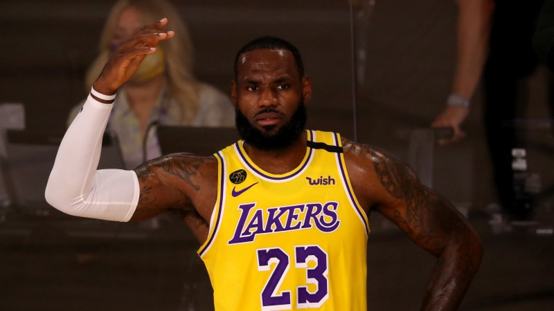 NBA sezona atsākas: Džeimss un Gobērs galotnē kļūst par varoņiem