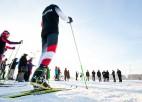 Foto: Purvciemā atklāj slēpošanas trasi