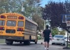 Video: Skolēnu autobuss sabrauc bumbu