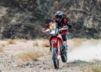 Dakaras rallijā smagi krīt viens no motociklu klases līderiem