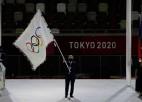 Tokijā noslēgušās olimpiskās spēles, Latvijas karogu ceremonijā nes Švecovs