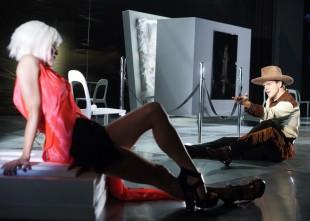 Video: Mačo Gints Andžāns demonstrē, kā iegūt sievieti 2 minūtēs