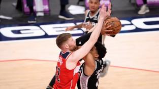 """Bertānam 13, """"Wizards"""" sāpīgs zaudējums papildlaikā pret """"Spurs"""""""