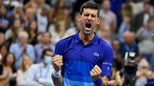 """Džokovičs piecu setu mačā uzvar Zverevu, """"US Open"""" finālā tiksies ar Medvedevu"""