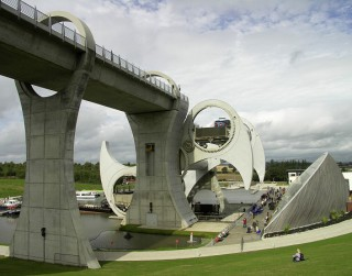 Foto: 16 pasaules neparastākie tilti