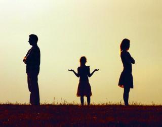 Emocionālais incests: kad garīgās tuvības ir par daudz