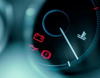 Kā izvairīties no brīdinājuma lampiņu iedegšanās auto panelī?