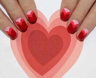 Foto: Valentīndienas manikīrs Sirsniņas. Fotopamācība