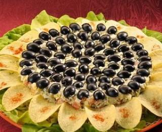 Salāti Saulespuķe brīvdienu galdam