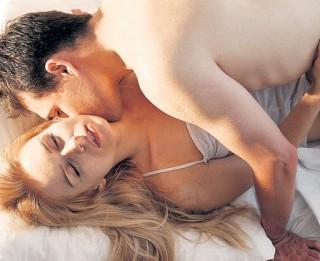 Vai ir labi nodarboties ar seksu tieši pirms gulētiešanas un kā tas ietekmē miegu