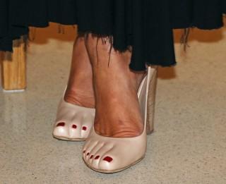 Monako princese pārsteigusi visus ar savām kurpēm