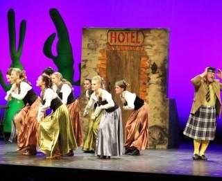 """Pēdējā operetes """"Klīvija"""" izrāde jau rīt, 2014. gada 2. novembrī"""
