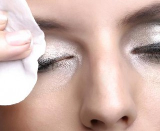 Kā pareizi kopt ādu ap acīm. Ieteikumi visien vecumiem