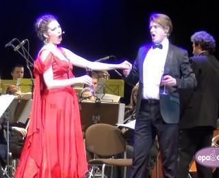 Video: Izskanējuši dzirkstošie Operetes Jaungada koncerti
