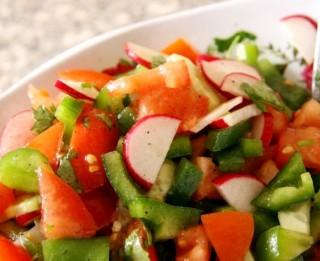 Krāsainie dārzeņu salāti