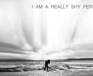 """Jūlija beigās Cīravā brīvdabas pirmizrāde K. Brīniņas dokumentālajai dejas izrādei """"I AM A REALLY SHY PERSON"""""""