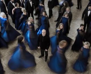 """Piektdien Koncertzālē """"Cēsis"""" izskanēs Pētera Vaska 75. jubilejas koncerts """"Klātbūtne"""""""
