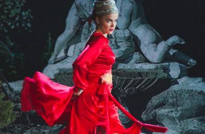 """Daugavpils teātra komēdija spāņu gaumē """"Apķērīgā mīlniece"""" uz M. Čehova Rīgas Krievu teātra skatuves"""