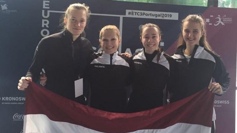 Ineta Mackeviča (no kreisās) Foto no Lulles Facebook profila