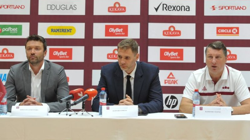 Kristaps Janičenoks, Kaspars Cipruss un Raimonds Vējonis LBS preses konferencē. Foto: LBS