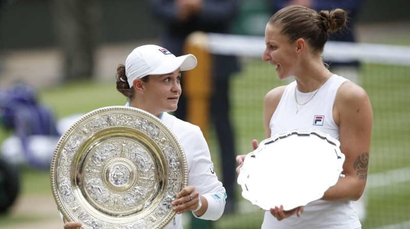 Ešlija Bārtija un Karolīna Pliškova Vimbldonas finālā. Foto: Reuters/Scanpix