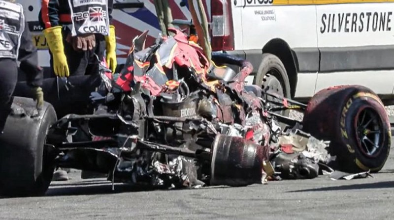 Verstapena mašīna pēc avārijas. Foto: planetf1.com
