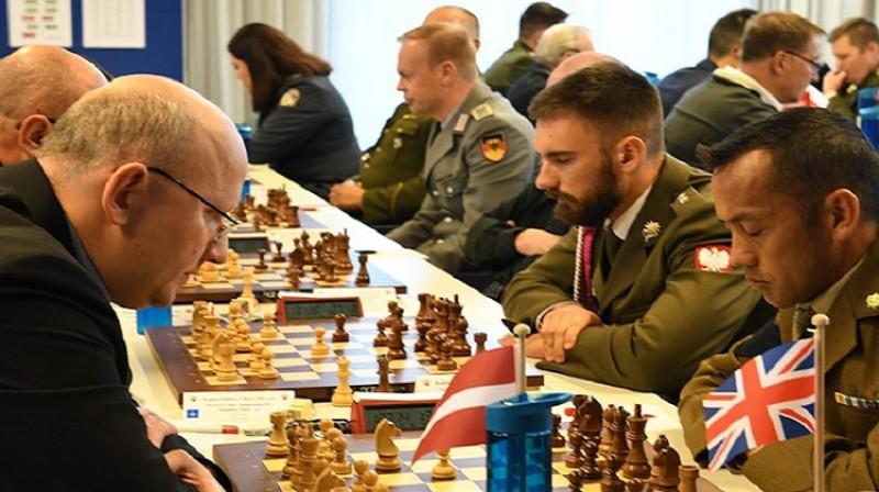 Jānis Valeinis pirmās kārtas mačā ar Lielbritānijas pārstāvi. Foto: Latvijas šaha federācija.