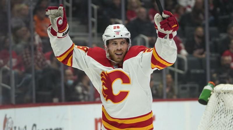 "Kalgari ""Flames"" uzbrucējs Elīass Lindholms. Foto: Paul Sancya/AP/Scanpix"
